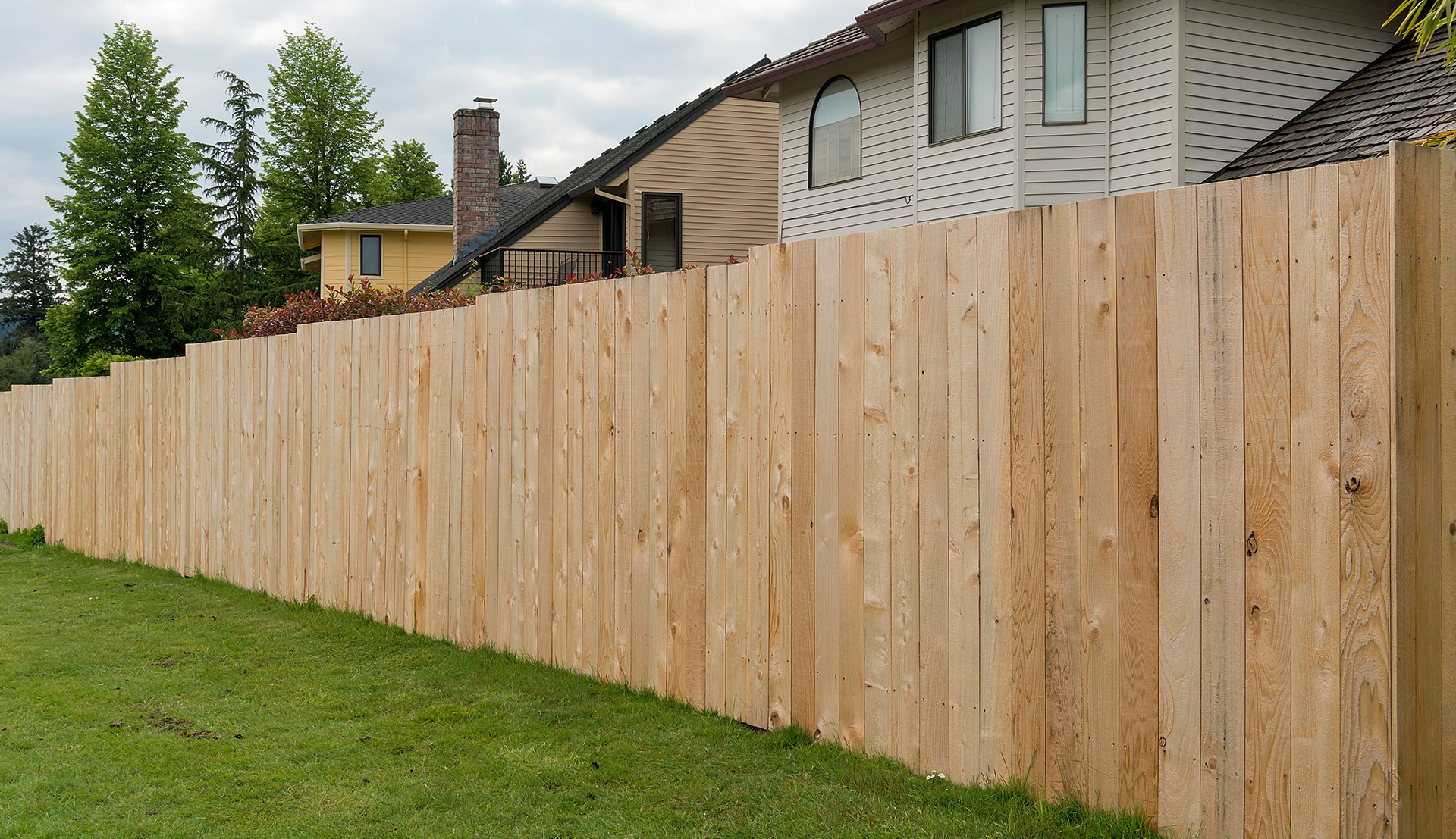Get a Free Estimate On Fence Instillation & Repair From a Fence Contractor